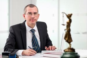 Laut Definition beschreibt der USP ein Alleinstellungsmerkmal. Dabei kann es sich bei Anwälten zum Beispiel um eine Spezialisierung handeln.
