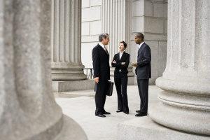 Mandantenaquise: Ein Rechtsanwalt hat es aufgrund der großen Konkurrenz immer schwerer.